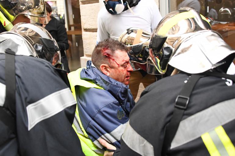 Olivier Béziade, secouru, le 12 janvier 2019 à Bordeaux
