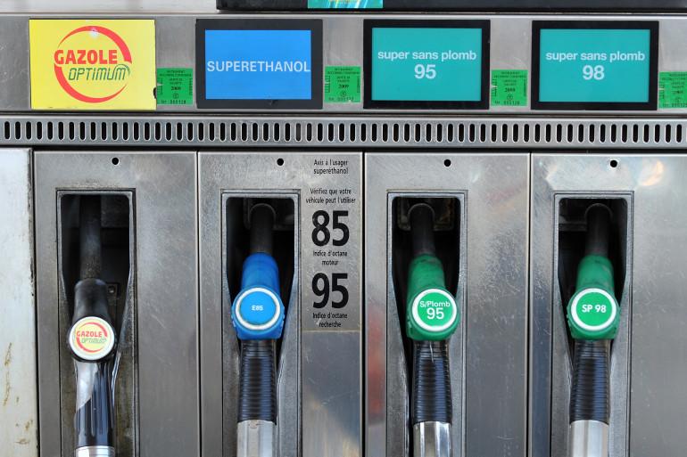 Une pompe à essence proposant le bioéthanol E85, à Bordeaux le 20 août 2008.
