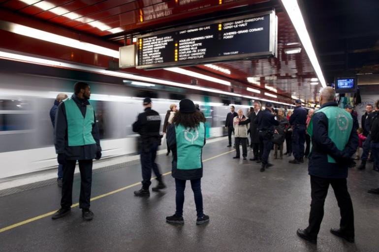 Des agents de la RATP sur les quais du RER (illustration).