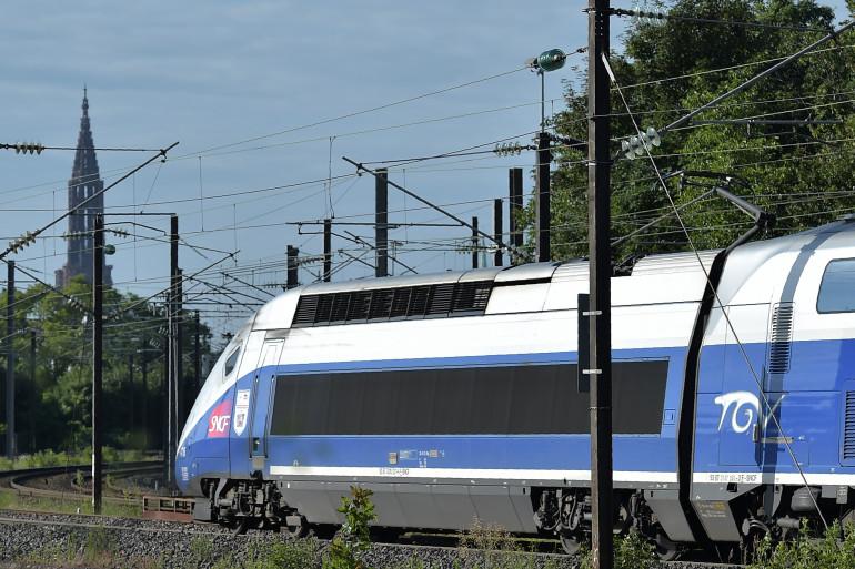 Un train à grande vitesse en France, le 3 juillet 2016
