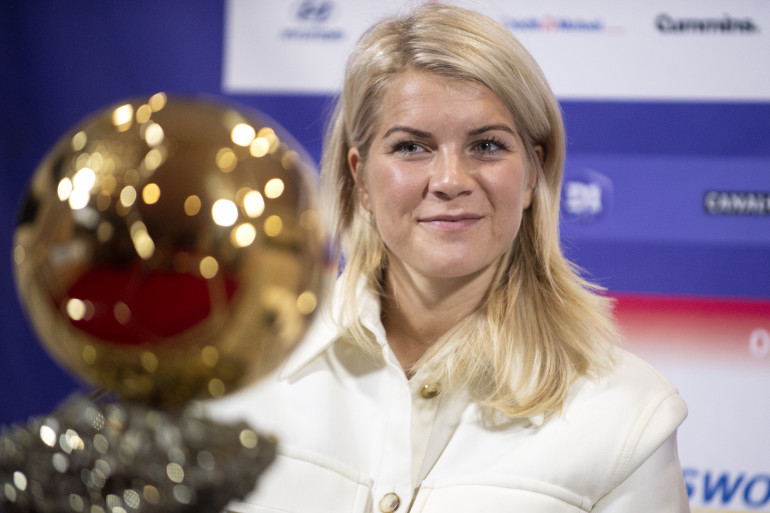 La joueuse de football de l'Olympique Lyonnais, Ada Hegerberg, a remporté le premier ballon d'or féminin l'année dernière.