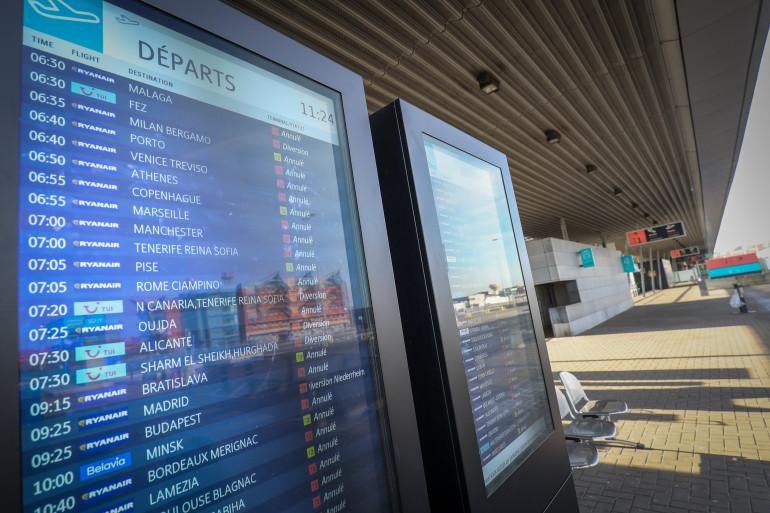 Panneau d'information des départs de vols à l'aéroport de Bruxelles le 13 février 2019