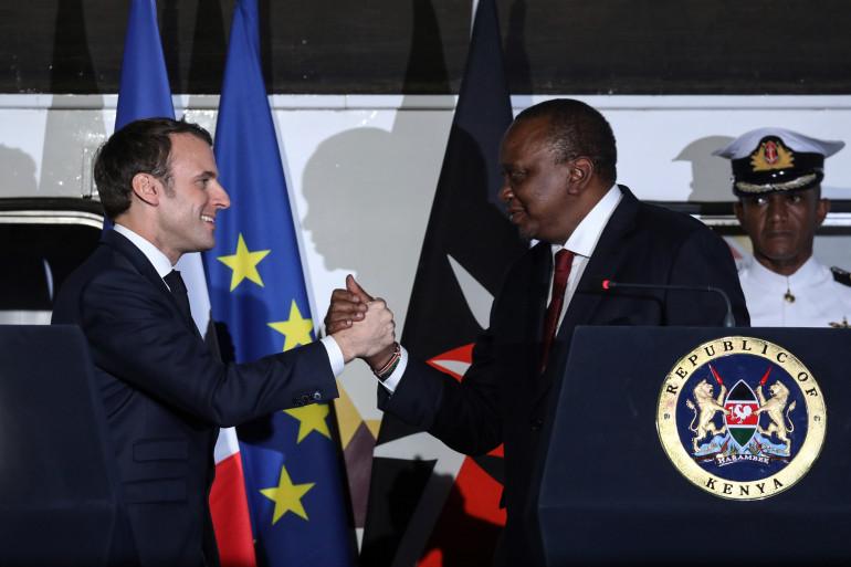 Emmanuel Macron aux côtés du Président kényan Uhuru Kenyatta à Nairobi le 13 mars 2019