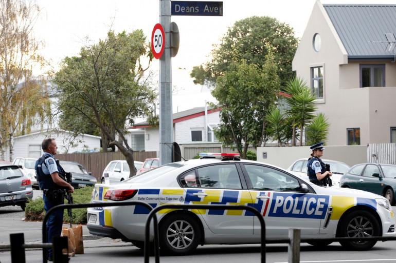 Des polices à Christchurch où un terroriste à tué 49 personnes dans deux mosquées