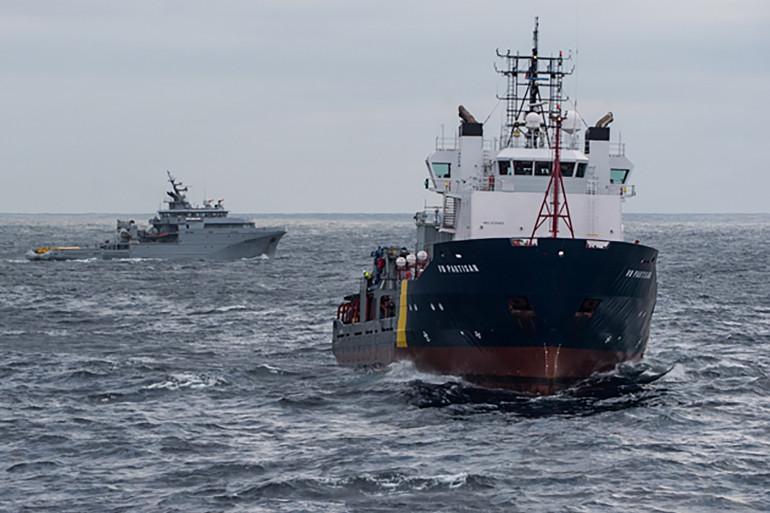 Les opérations contre la pollution se poursuivent dans la zone du naufrage du Grande America, dimanche 17 mars 2019