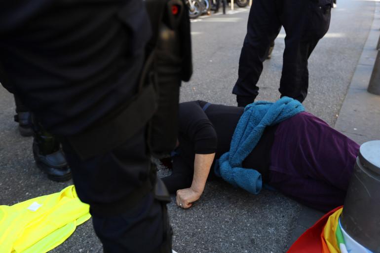 """Une manifestante blessée à Nice en marge de l'acte 19 des """"gilets jaunes"""", le 23 mars 2019"""