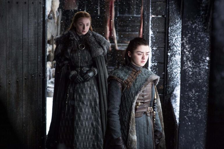 """Sansa et Arya Stark à Winterfell dans la saison 7 de """"Game of Thrones"""""""
