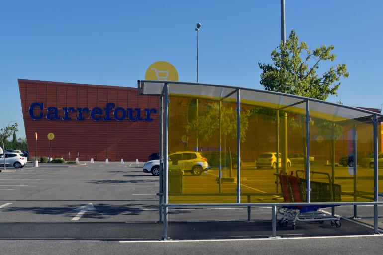 Illustration d'un parking d'hypermarché Carrefour