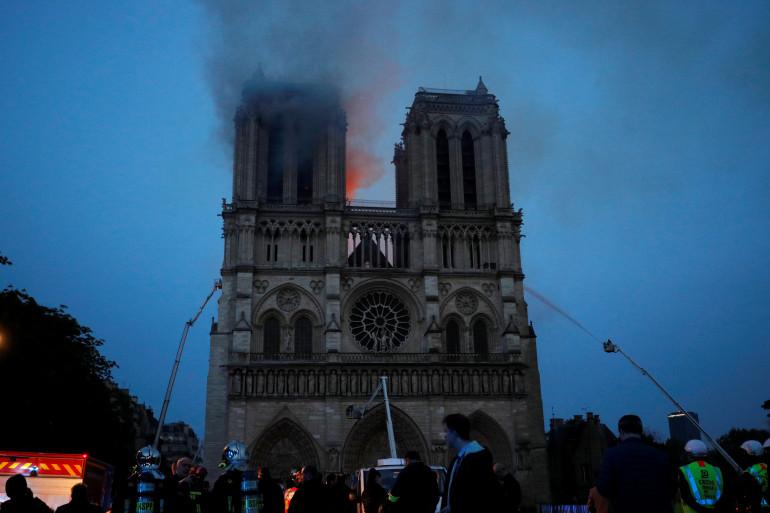 La cathédrale Notre-Dame de Paris, en proie aux flammes, le lundi 15 avril 2019