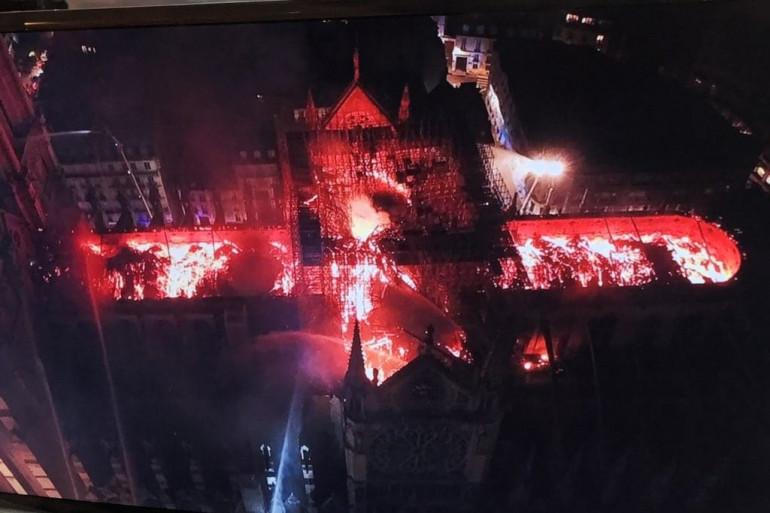 Un drone a survolé Notre-Dame de Paris, ravagée par le feu
