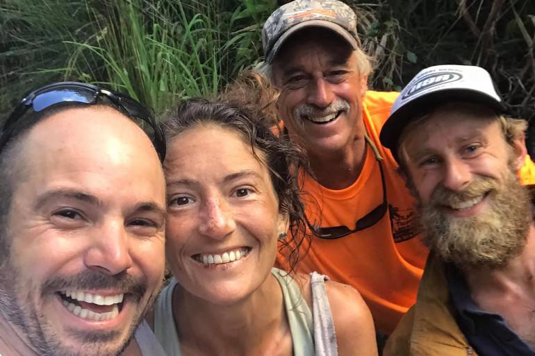Amanda Eller entourée par ceux qui l'ont retrouvée, le 24 mai 2019