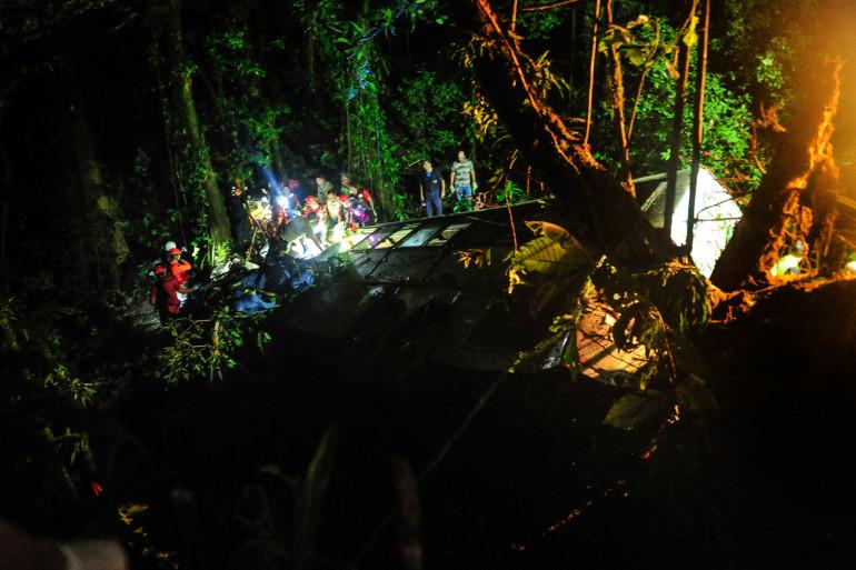 Un accident d'autocar a fait au moins 42 morts au Brésil le 14 mars 2015