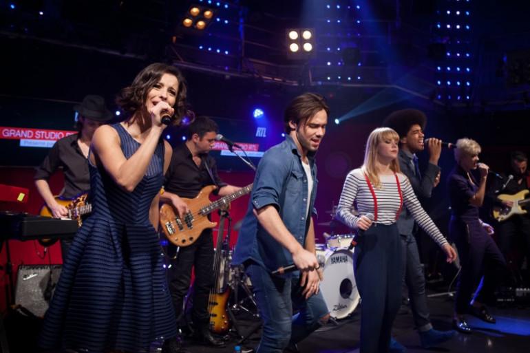 """La troupe du spectacle """"Résiste"""" dans Le Grand Studio RTL"""
