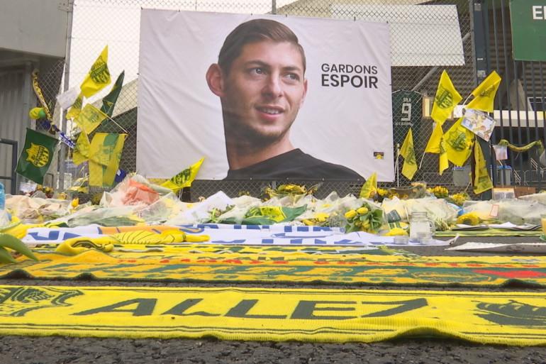 Le footballeur argentin Emiliano Sala est mort à l'âge de 28 ans à bord d'un petit avion d'affaires, qui s'est crashé dans la Manche, le 21 janvier.