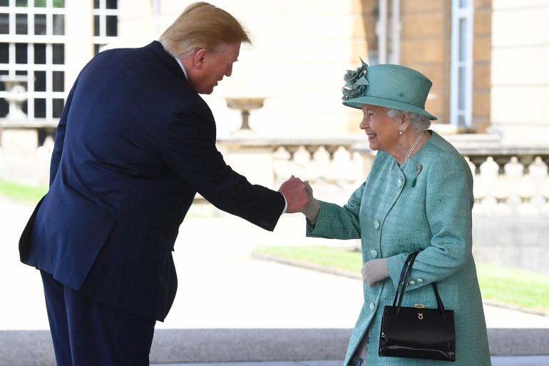 Le président américain Donald Trump et la reine Elizabeth II d'Angleterre, à Londres, le 3 juin 2019.