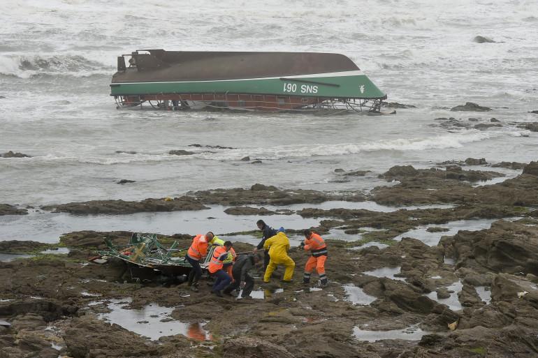 La vedette échouée des sauveteurs de la SNSM, chavirée le 7 juin 2019 aux Sables-d'Olonne