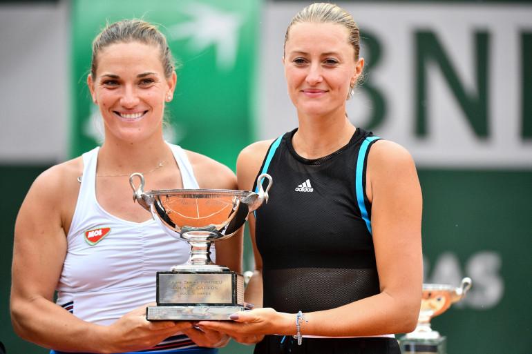 Kristina Mladenovic et Timea Babos, lors de la finale du double dames de Roland-Garros, le 9 juin 2019