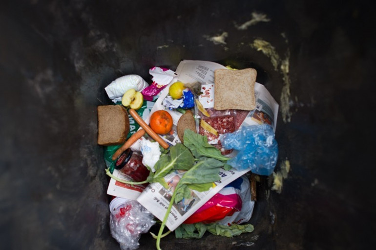 Le gaspillage alimentaire.