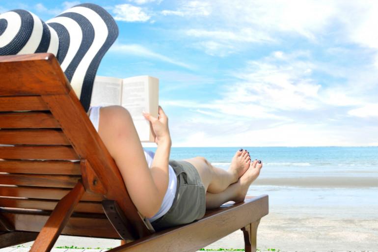 La lecture en vacances (illustration)