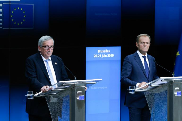 Le président de la Commission européenne, Jean-Claude Junker et le président du Conseil européen, Donald Tusk donnent une conférence de presse.