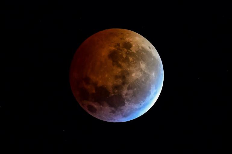 La Lune vue lors d'une éclipse lunaire à Buenos Aires (Argentine) tôt le 21 janvier 2019.