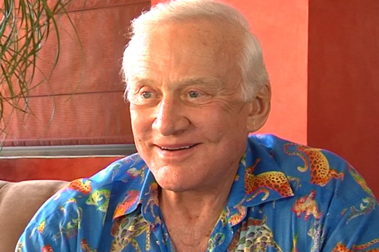 Buzz Aldrin durant l'interview de Vincent Perrot