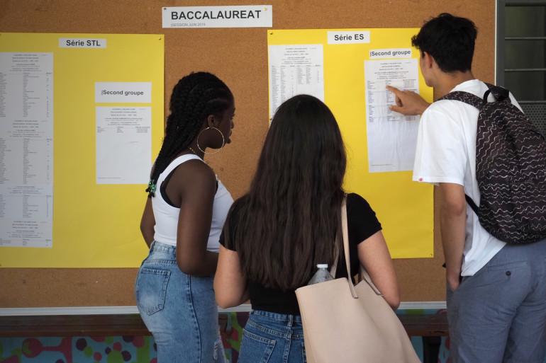 Bac 2019 : des élèves découvrent leur résultats