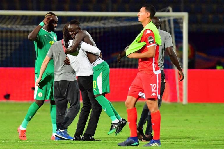 Explosion de joie pour les Sénégalais qui s'imposent face à la Tunisie lors de la demi-finale de la Coupe d'Afrique des Nations.