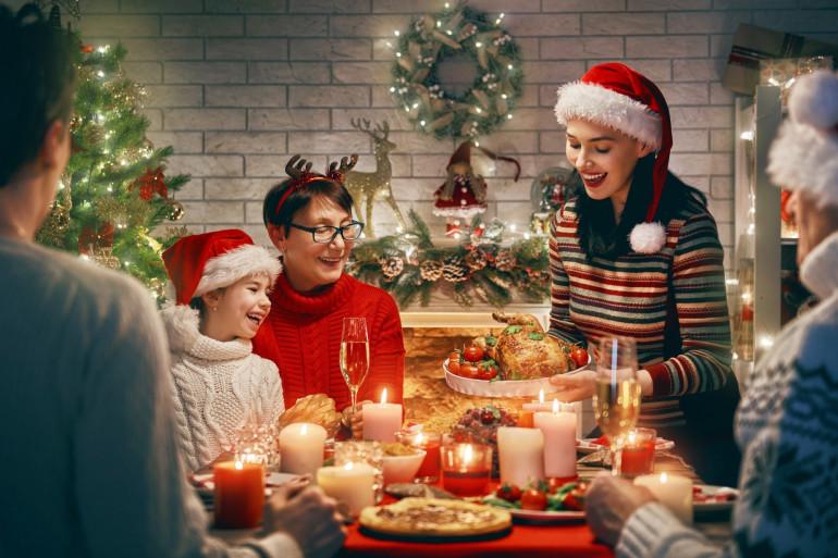 Un repas de Noël en famille (illustration)