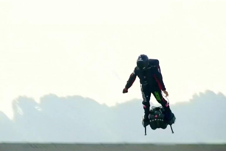 Franky Zapata décolle de Sangatte pour traverser la Manche