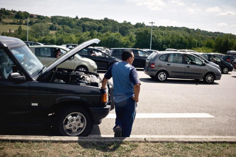 Automobiliste en panne sur l'autoroute A7