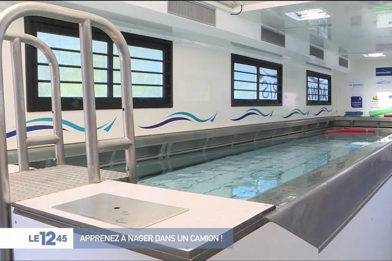 Une piscine mobile pour apprendre à nager