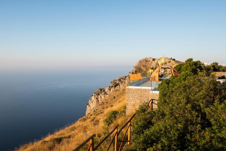 La falaise où le Français est tombé à San Giovanni a Piro