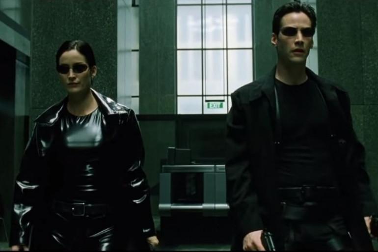Trinity et Neo dans le premier Matrix