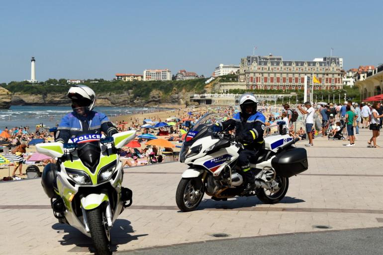 Des policiers à Biarritz dans le Sud-Ouest de la France