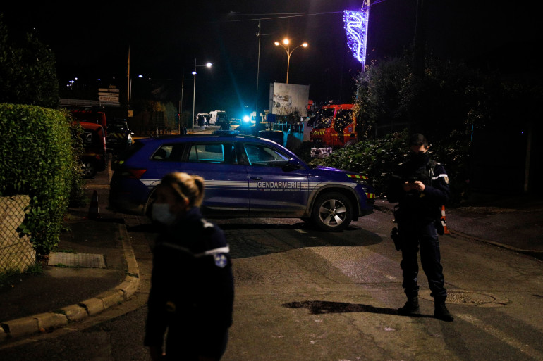 La police sur les lieux d'une prise d'otage le 17 décembre 2020 à Domont (Val-d'Oise)