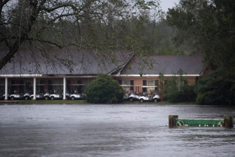 Un village frappé par des Inondations (illustration)