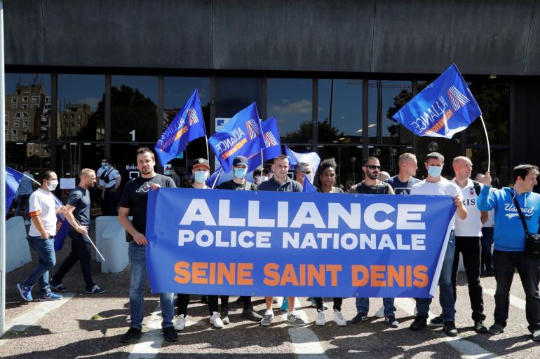 Des policiers du syndicat de police Alliance manifestent le 22 juin 2020 à Bobigny (Seine-Saint-Denis).