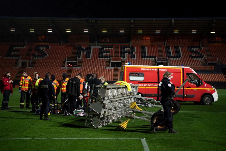 Un jardinier du FC Lorient a été gravement blessé lors de la chute d'une rampe de lumière, dimanche 20 décembre 2020, au stade du Moustoir