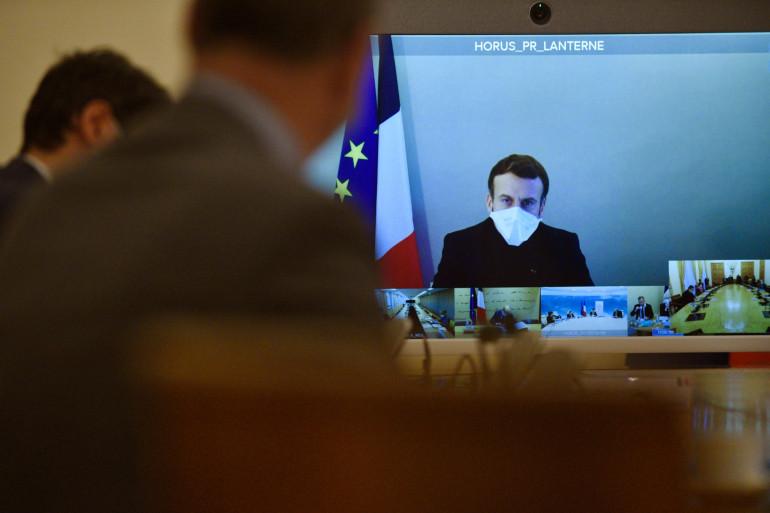 Emmanuel Macron en Conseil des ministres, à distance