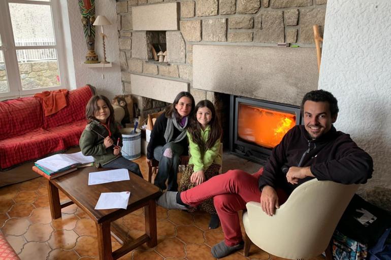 La famille Monleau dans leur nouvelle maison du Chambon sur Lignon en Haute-Loire.