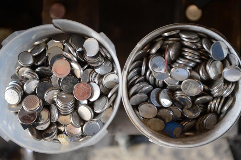 Des piles bouton au lithium (illustration)