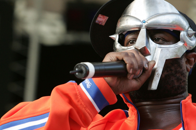 MF Doom, lors d'un concert à New York, en 2005