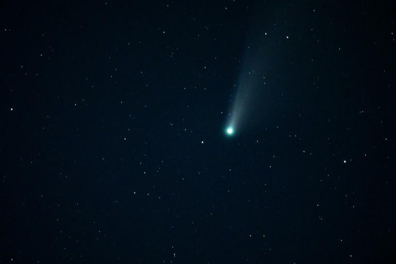 La comète NEOWISE observée dans le ciel lele 27 mars 2020