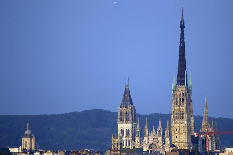 La ville de Rouen en proie à des odeurs nauséabondes (illustration).