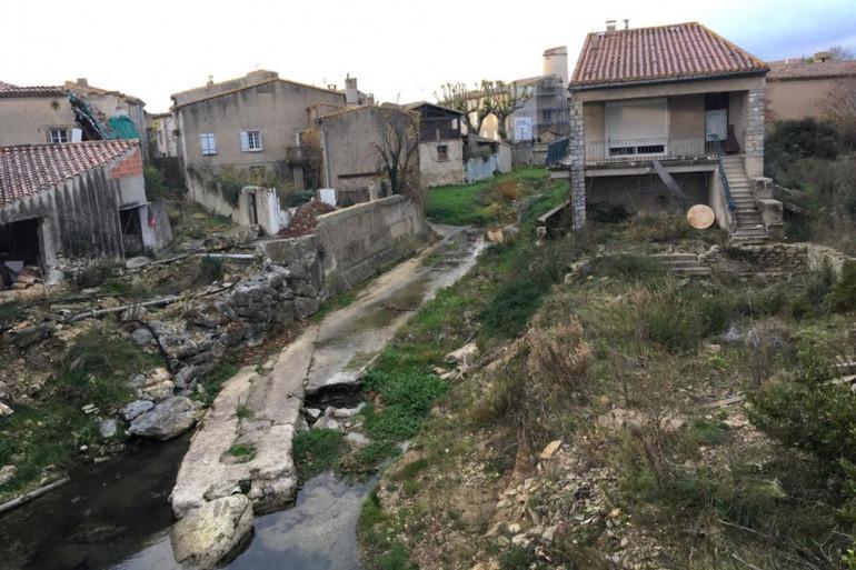 Le village de Villegailhenc dans l'Aude, lance un appel aux dons pour se reconstruire après avoir été dévasté par des inondations en octobre 2018.