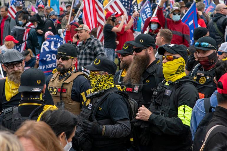 """Le groupe pro-Trump d'extrême-droite les """"Proud Boys"""", le 12 décembre 2020 à Washington"""