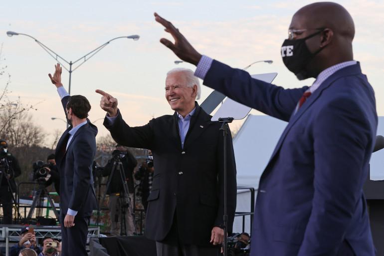 Joe Biden en campagne avec Raphael Warnock et Jon Ossoff, en Georgie, le 4 janvier 2021