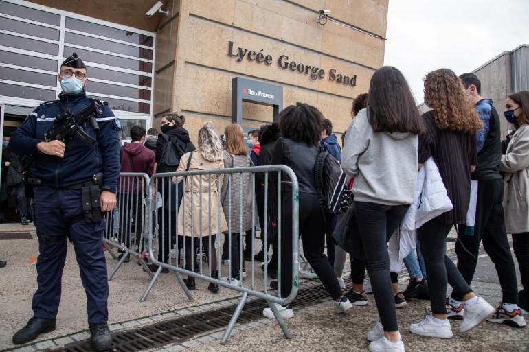 Le fonctionnement hybride des lycées est prolongé au-delà du 20 janvier