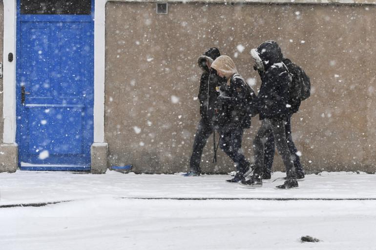 Des cumuls de 2 à 7 cm de neige, voire localement jusqu'à 10 cm sont attendus sur la région parisienne dans la nuit de mardi à mercredi (illustration)